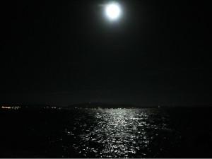 伊江ビーチのスーパームーン